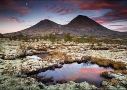 Sümpfe im Rondane-Nationalpark – Sonnenaufgang und untergehender Mond