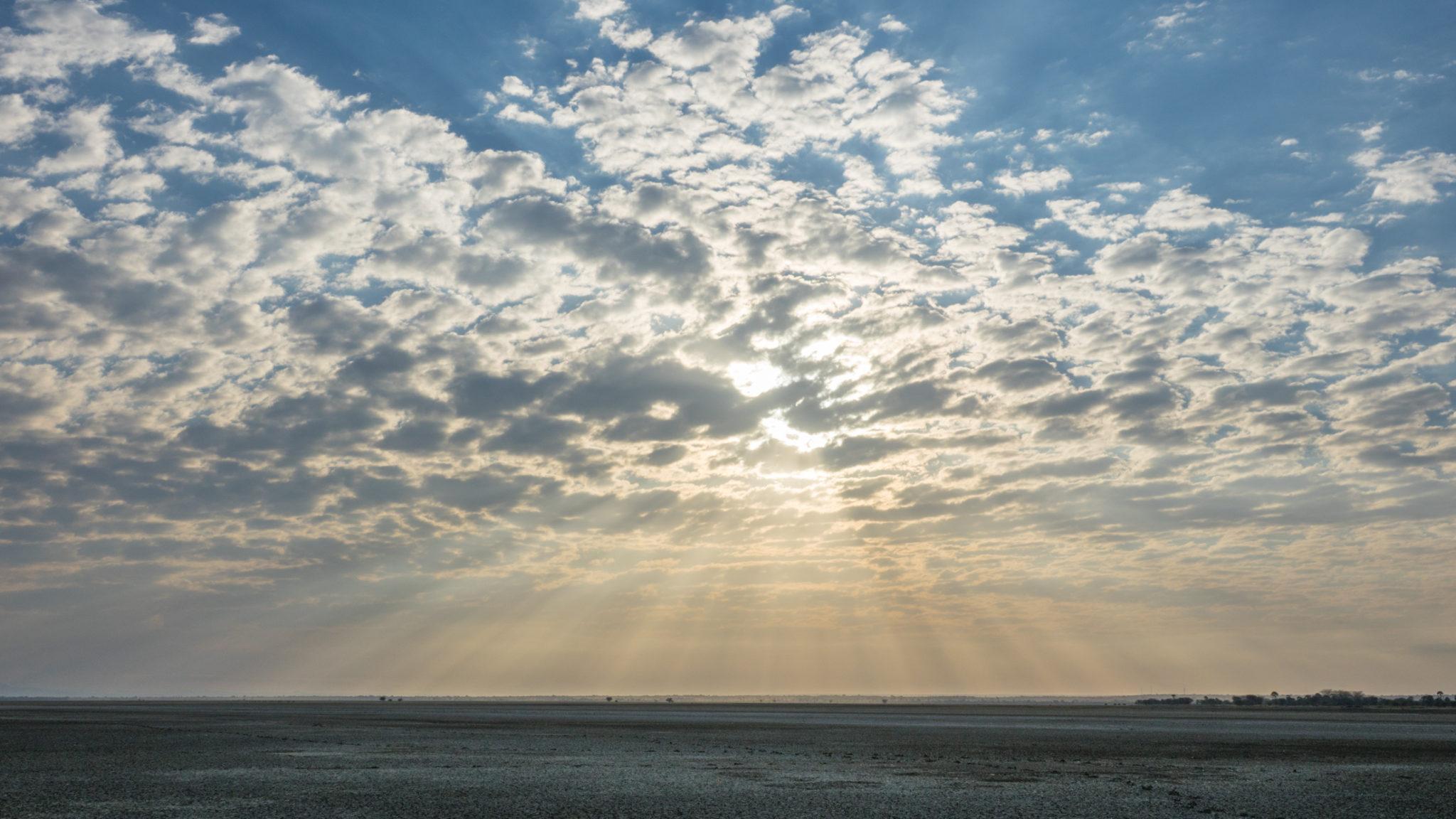 Bewölkter Himmel am Lake Manyara, Tansania