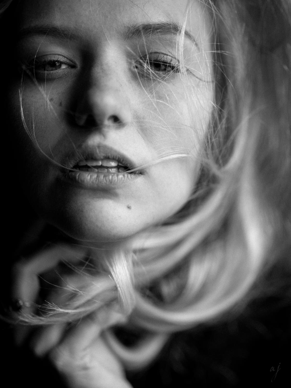 Paula - Leica Noctilux M 75mm 1.25