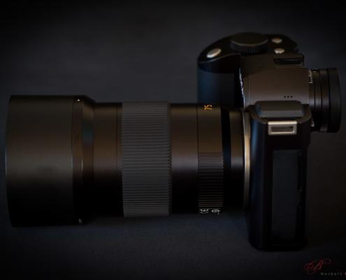 Leica SL + SL 75mm 2.0 Summicron mit angesetzter Sonnenblende